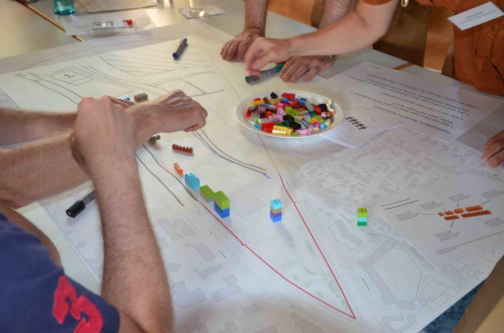 Modellbau auf Plan des Stadtentwicklungsgebiets mit Lego.